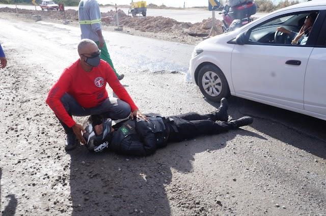 Motociclista derrapa na BR 101 e acaba acidentado em conjunto com sua acompanhante