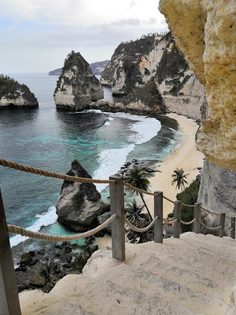 16 Pantai terbaik di Nusa Penida yang wajib Untuk Dikunjungi, diamond beach