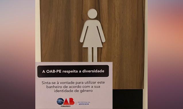 Advogados contestam placa em banheiros para uso de transgêneros na OAB de Pernambuco