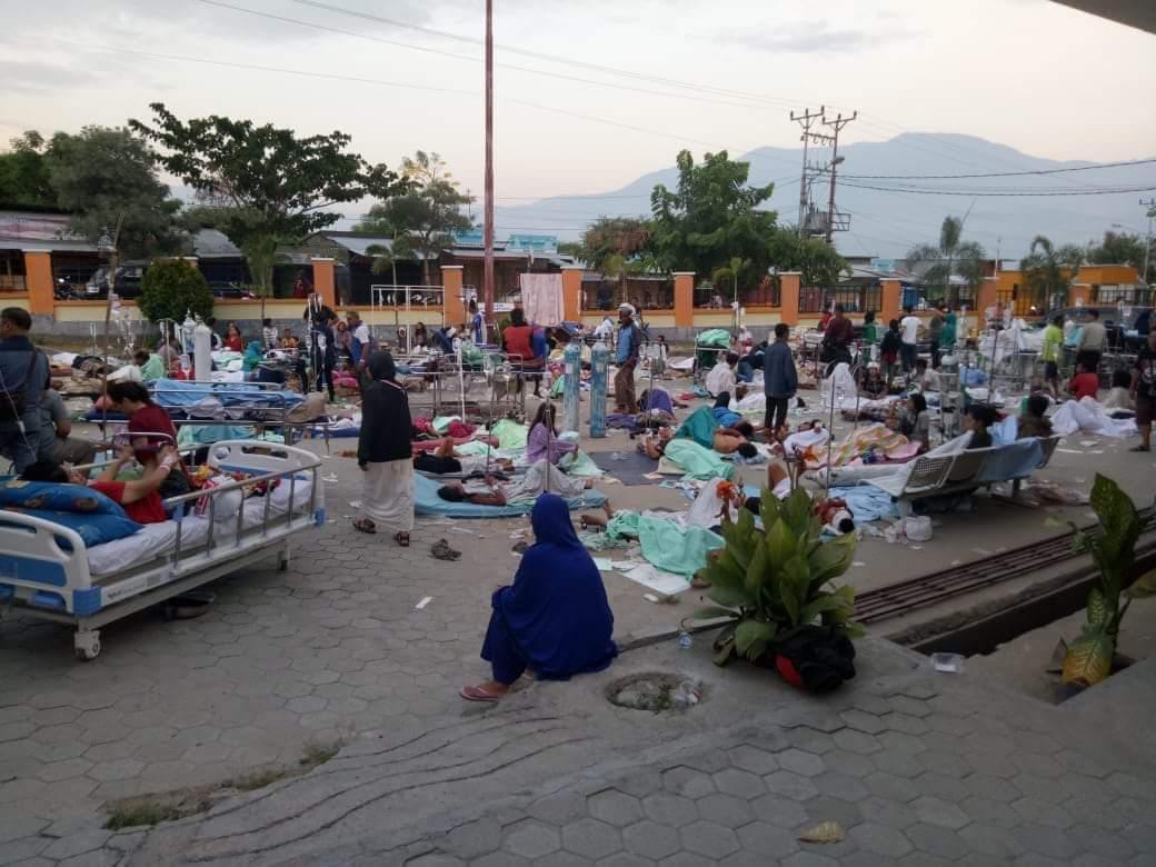 https://www.metro-online.co/2018/09/gempa-dan-tsunami-hantam-palu-ini.html