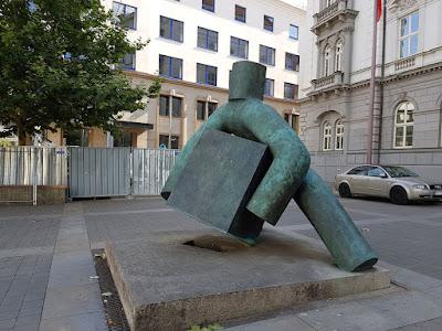 statua facchino