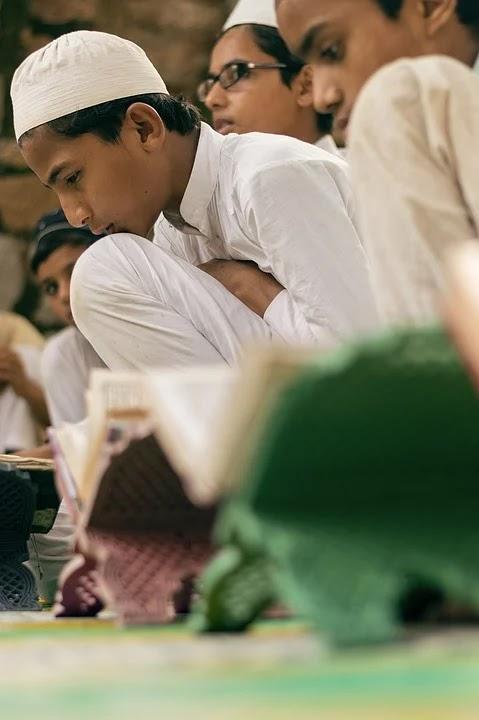 Mempelajari kitab para tabi'in
