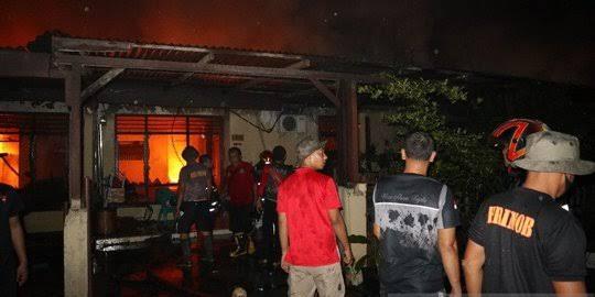 Kebakaran Besar Terjadi di Asrama Brimob Sumut, 14 Rumah Hangus