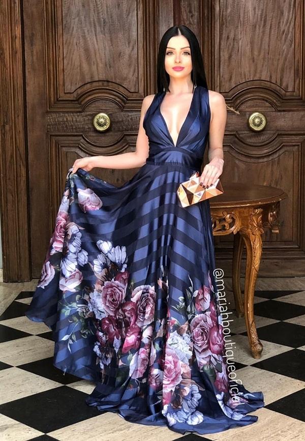 vestido longo azul marinho com estampa floral para madrinha de casamento