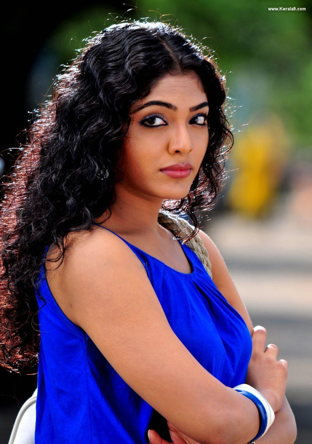 Malayalam Posters Rima Kallingal Hot Boobs Show Rima -8121
