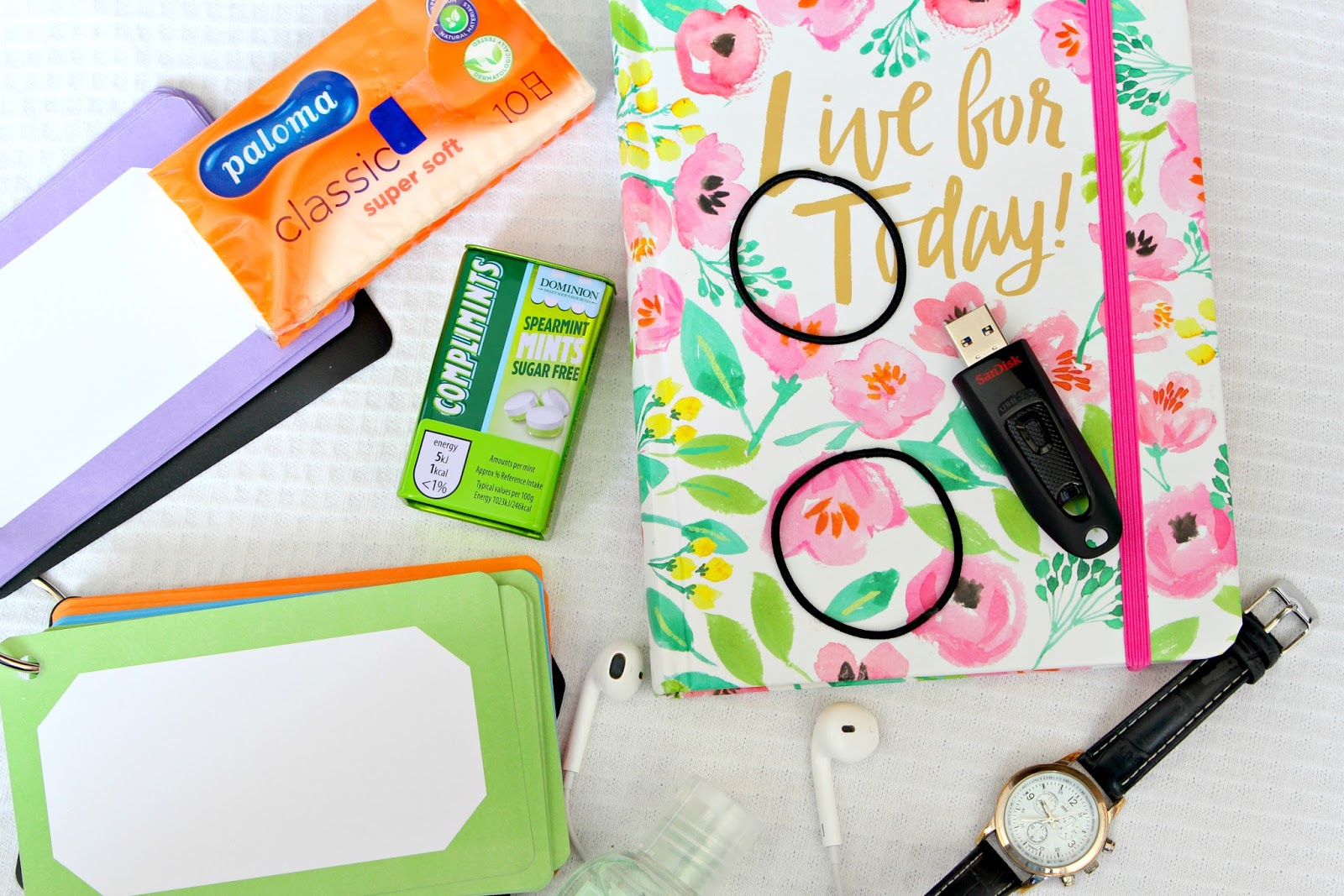 31 Things All College/Sixth Form Freshers Need whats in my school bag support help quick tips college uni