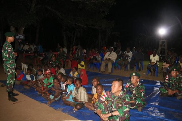Satgas Batalyon Infanteri 411 Kostrad Gelar Nobar Bersama Warga Pedalaman Papua