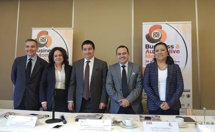 Elisa Crespo Ferrer, director del Clúster Automotriz del Edomex presentó ante los medios de comunicación la segunda edición del Business & Automotive Meeting 2016. (Foto: VI)