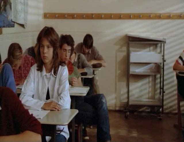 Simone di film The Fan (1982) cuma melamun memikirkan R setiap hari