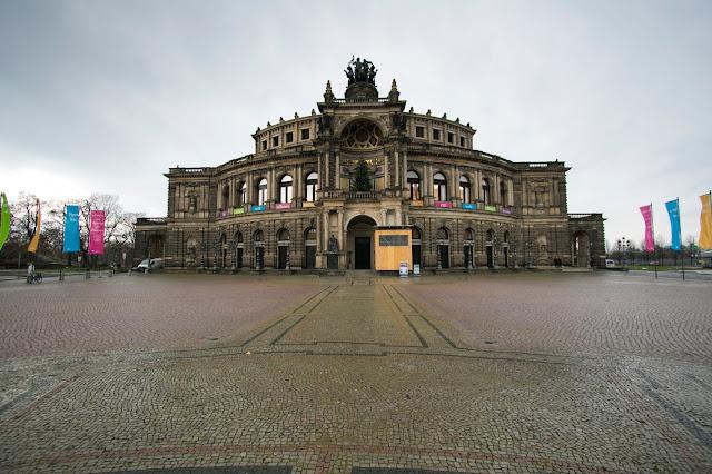 Semperoper-Schlossplatz-Dresda