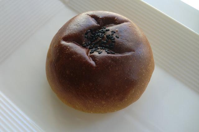 アトリエデコパンの粒あんパン
