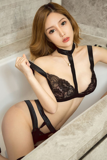 Hot and sexy booty photos of beautiful busty asian hottie chick Chinese babe model Jue Dui Xian Er photo highlights on Pinays Finest Sexy Nude Photo Collection site.