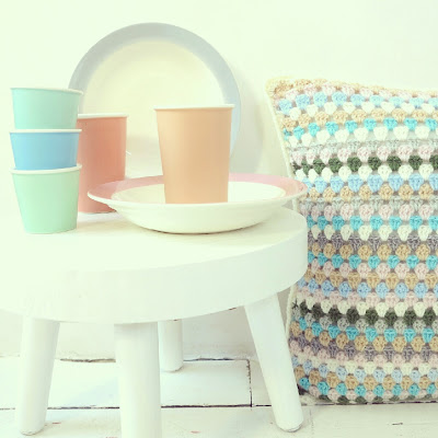 ByHaafner, crochet, cushion, granny stripes, pastel, vintage Sphinx plates