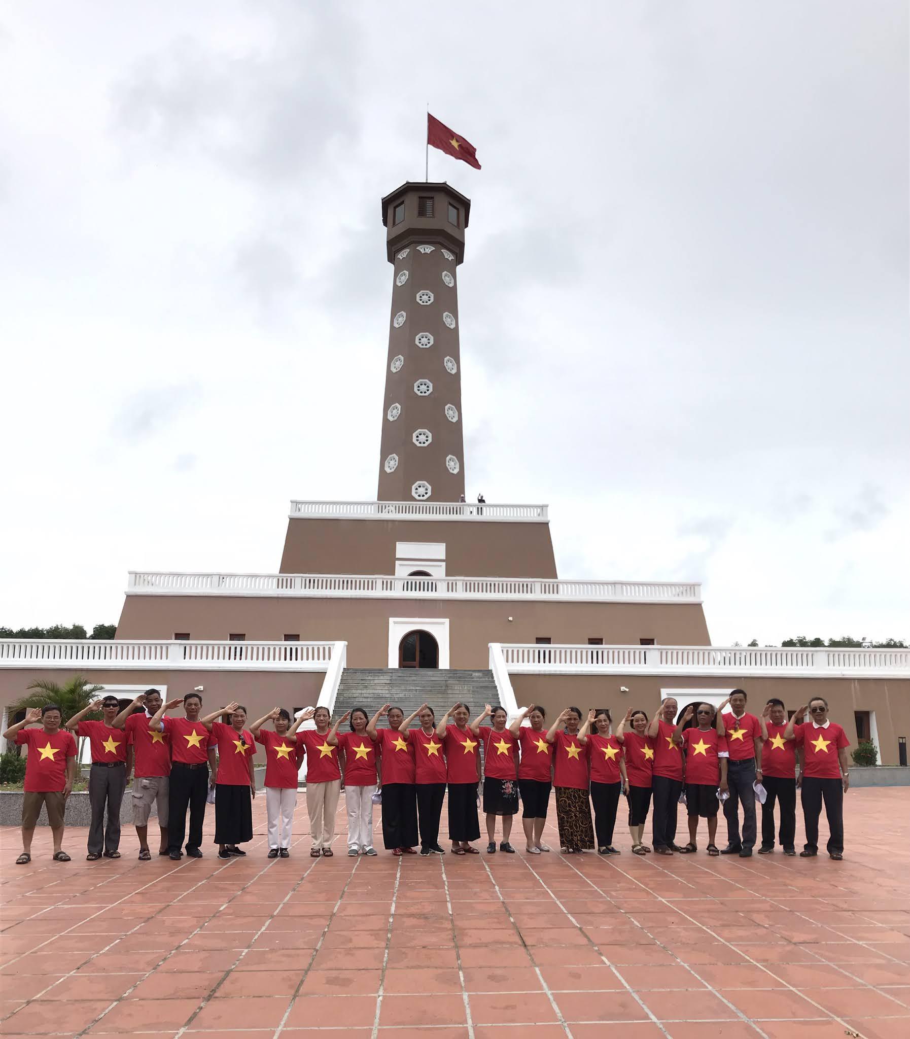 cột cờ tại đất mũi Cà Mau