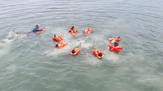 Meski Tugas Operasi Prajurit KRI Ahmad Yani 351 Tetap Berlatih Sea Survival
