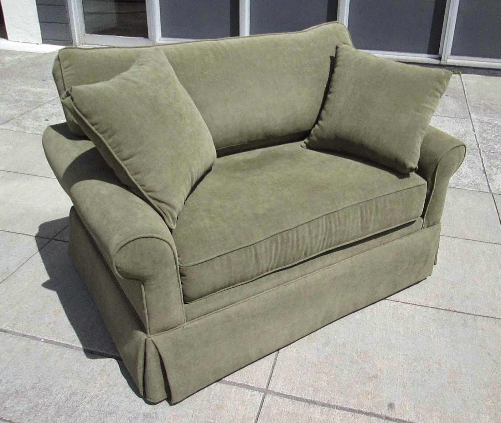 Chair And A Half Sleeper Emerald Green Velvet Uhuru Furniture Collectibles Sold With