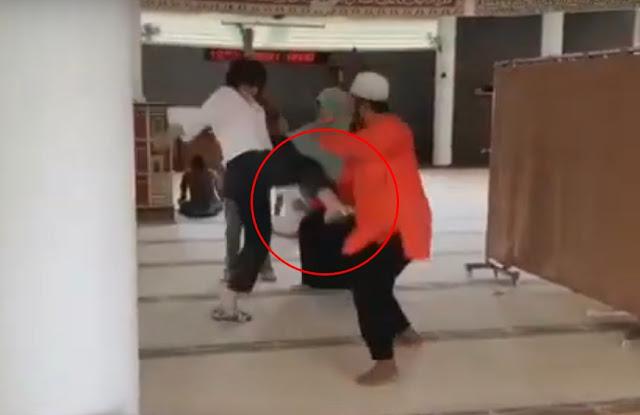 Membawa Anjing Masuk Masjid, Ibu-Ibu yang Diduga Alami Gangguan Jiwa Sempat Menendang Seorang Jama'ah