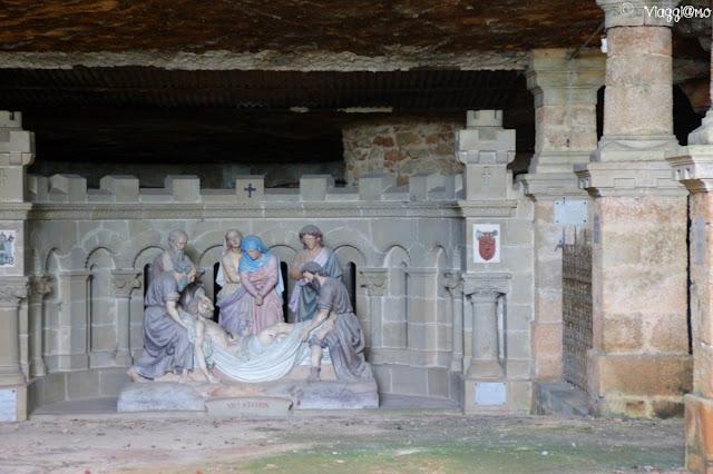 La cappella della Natività è sita nella roccia lungo la Via Crucis di Rocamadour