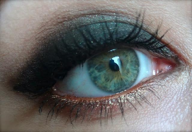 makeup inthecity qui a dit que les yeux verts ne pouvaient pas porter de vert. Black Bedroom Furniture Sets. Home Design Ideas