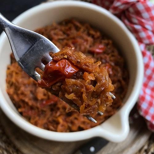 ofengeschmortes Tomaten-Zwiebel-Sauerkraut
