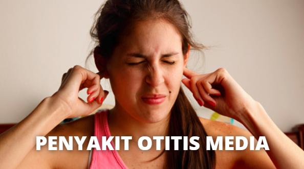 Penyakit Otitis Media : Pengertian, Penyebab, Komplikasi, Pencegahan Pada Tubuh Manusia Pengertian Otitis Media Otitis media adalah infeksi yang terjadi pada telinga bagian tengah. Yaitu pada ruang di belakang gendang telinga, di mana terdapat tiga tulang kecil yang menangkap getaran dan meneruskannya ke telinga bagian dalam. Kondisi ini juga dikenal dengan istilah radang telinga tengah.  Semua orang bisa mengalami otitis media, tapi kondisi ini lebih umum terjadi pada anak-anak di bawah usia 10 tahun dan pada bayi berusia 6-15 bulan. Menurut perkiraan, sekitar 25 persen anak-anak akan sudah mengalami otitis media sebelum berumur 10 tahun.  Otitis media merupakan salah satu penyebab yang paling umum dari sakit telinga. Barikut ini adalah tanda dan gejala yang bisa terjadi pada anak-anak : Sering menarik, menggenggam, menggaruk telinga Mengalami demam Tidak mau makan Mudah marah atau rewel Tidak bereaksi dengan suara lirih atau pelan Susah tidur di malam hari Gejala yang dialami orang dewasa atau anak-anak yang lebih besar ketika sakit otitis media adalah munculnya rasa sakit pada telinga dan kehilangan pendengaran. Rasa sakit yang diakibatkan oleh infeksi ini terjadi karena inflamasi dan penimbunan cairan di telinga bagian tengah.  Penyebab Otitis Media Sebagian besar kasus otitis media muncul karena terjadinya infeksi akibat virus atau bakteri. Kondisi ini akan menyebabkan terjadinya penimunan mukosa atau lendir di telinga tengah. Telinga tengah berfungsi menyampaikan suara ke telinga bagian dalam melalui getaran dari tiga tulang kecil di dalamnya.  Saluran eustachius, yaitu tabung yang berfungsi menyalurkan udara ke dalam telinga bagian tengah, pada anak-anak berukuran lebih kecil daripada orang dewasa. Karena itulah anak-anak lebih rentan terhadap infeksi ini dan menjadikan mereka lebih mudah terserang otitis media.  Komplikasi Otitis Media Meskipun kondisi ini jarang menyebabkan komplikasi, tapi jika memang terjadi, komplikasi bisa sangat berbahaya dan harus men