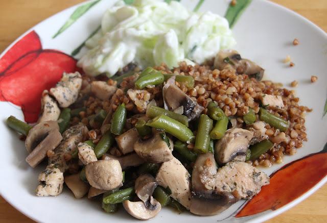 zapiekanka z kaszą gryczaną, kurczakiem i warzywami
