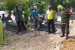 Kades Bersama Babinsa Delanggu Pantau Pemakaman Warga