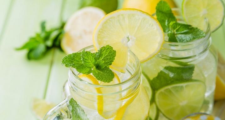 Alasan Kenapa Kamu Harus Minum Air Lemon Setiap Bangun Tidur Kamu