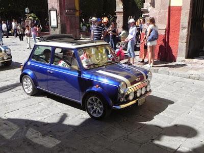 desfile de autos clásicos - Mini cooper