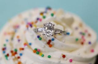 gambar kue cupcake tunangan engagement cincin
