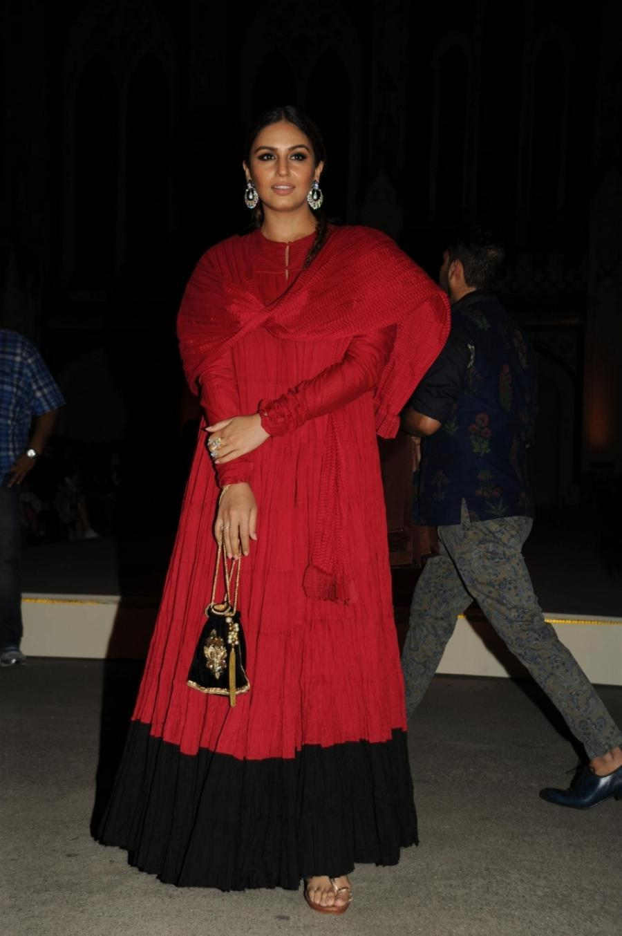Mumbai Hot Girl Huma Qureshi In Red Dress At Lakme Fashion Week Summer Resort
