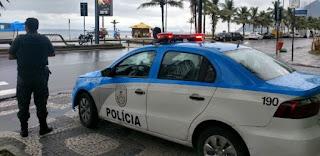 Quatro pessoas morrem e armas são apreendidas em ações da PM no Rio.