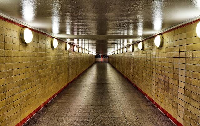 ベルリン、地下ツアー、夏のベルリン観光地