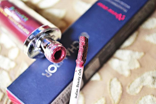 Chambor Extreme Wear Transfer Proof Liquid Lipstick Shade 405 Applicator