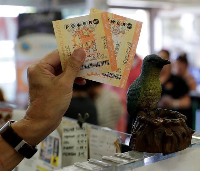 """Ganador del """"jackpot"""" de 533 millones es un comprador de lotería novato"""