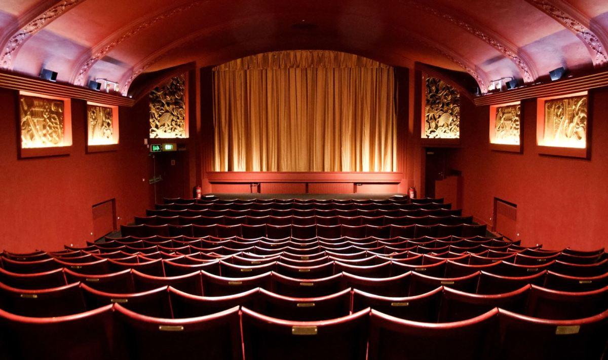 Descrição Visual: Cinema