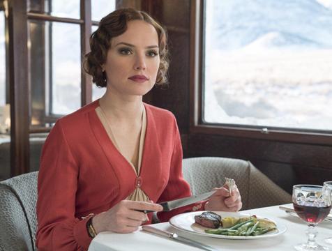 Mary Hermione Debenham (Daisy Ridley) en Asesinato en el Orient Express - Cine de Escritor