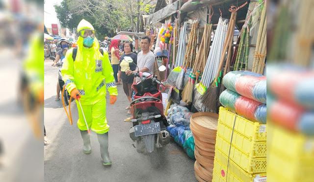 Penyemprotan disinfektan di Lumajang