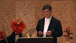 Murray and Ovejita, the people in your neighborhood Conductor Alan Gilbert, New York Philharmonic, Sesame Street Episode 4324 Trashgiving Day season 43