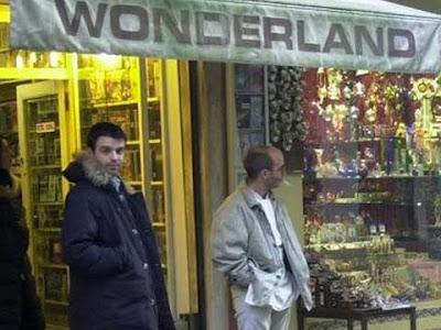 Il negozio di videocassette Wonderland in Strada Nuova