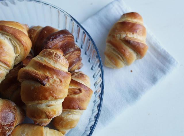 croissants_caseiros_deliciosos_e_fáceis