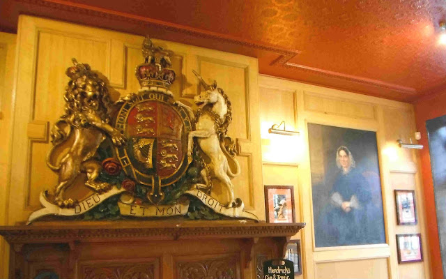 Royal arms at Glebe Pub, Stoke