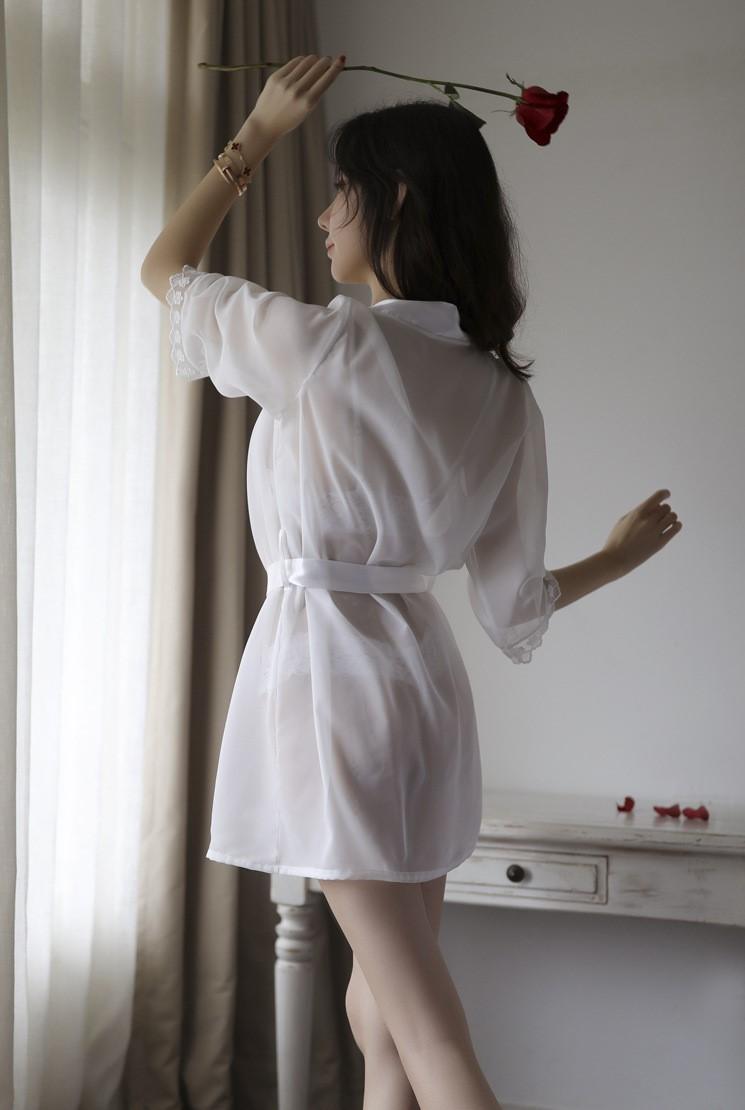Áo choàng kèm bộ đồ lót hở ngực hở đáy sexy 6
