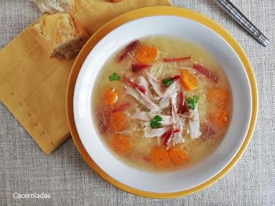 Sopa de pollo casera