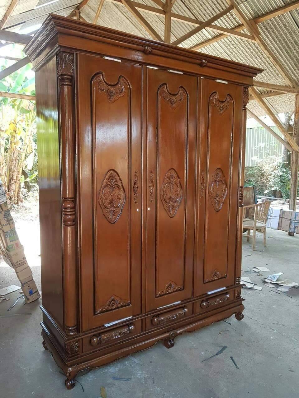 Lemari pakaian 3 pintu kayu jati ukir Jepara