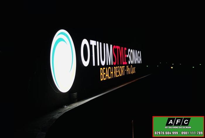 Thi công bảng hiệu Alu chữ nổi gắn đèn Led tại Phú Quốc