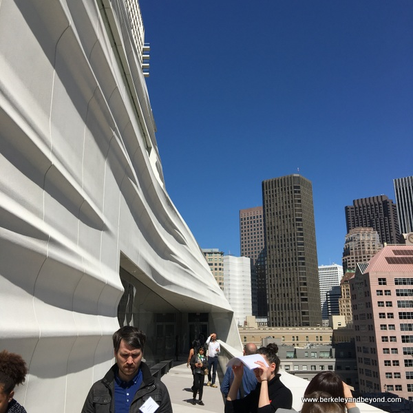 new Snohetta wavy exterior at the San Francisco Museum of Modern Art