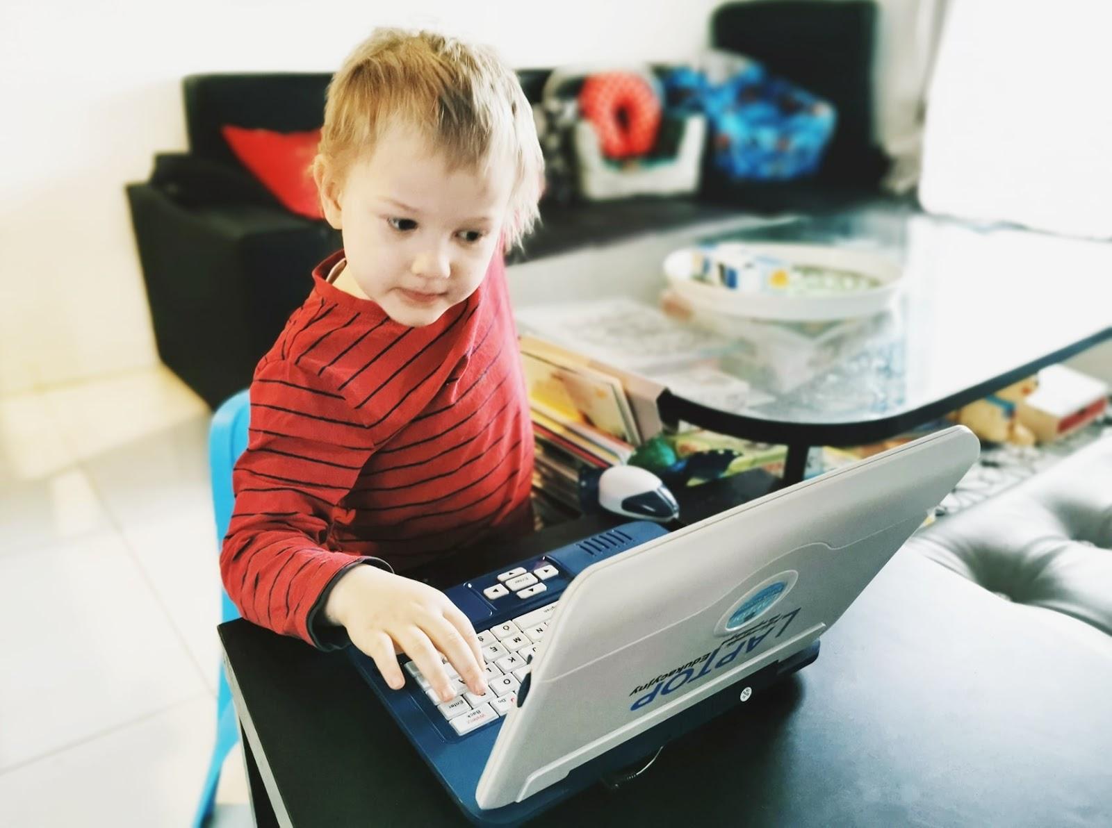 pierwszy-laptop-dla-dziecka