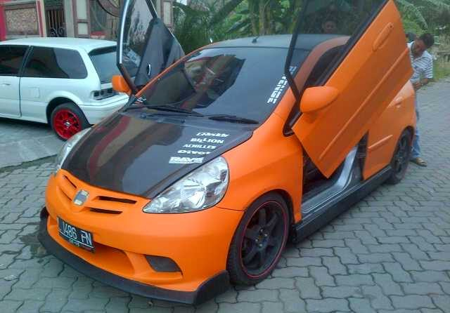 Mobil Honda Jazz RS Gullwing