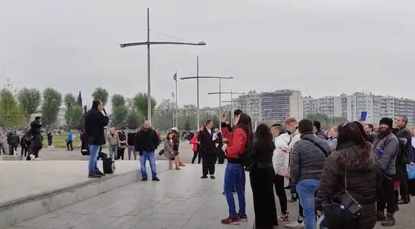 Διαμαρτυρία πολιτών κατά των self tests και του υποχρεωτικού εμβολιασμού στην παραλία της Θεσσαλονίκης – ΒΙΝΤΕΟ